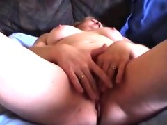 Bbw milf masturbating with a dildo