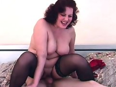 Hottie brunette stepmom fucks her..