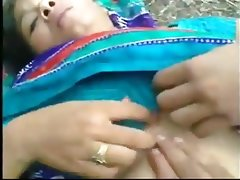 Bangladeshi maid outdoor sex with..