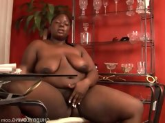 Beautiful busty black bbw oils up her..
